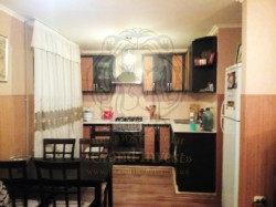 Трёхкомнатная квартира перепланированная в двухкомнатную с кухней студией.