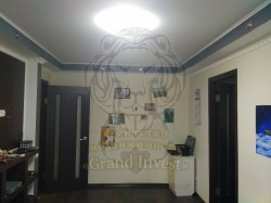 Продам 2-х комнатную квартиру на среднем этаже